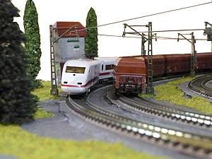 Train miniature à pente courbe