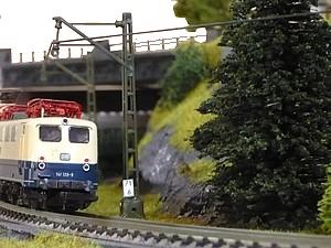 Train de modèle de courbe d'élévation